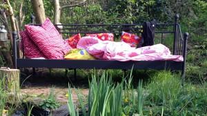 Im Gartenbeet ein Gartenbett